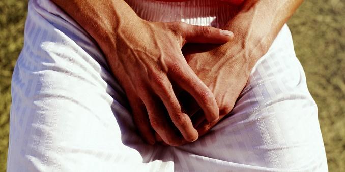 Белые пятна на яичках у мужчин